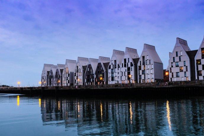 Mooie architectuur in Duinkerken tegenover de marina.