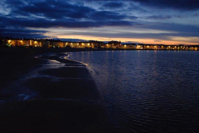 De avond valt in Weymouth